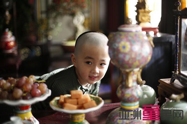 《如懿传》六阿哥永瑢上线 池徐轩哲乖萌出镜