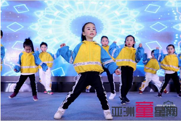首届《童星大典》四川赛区总决赛成功举办