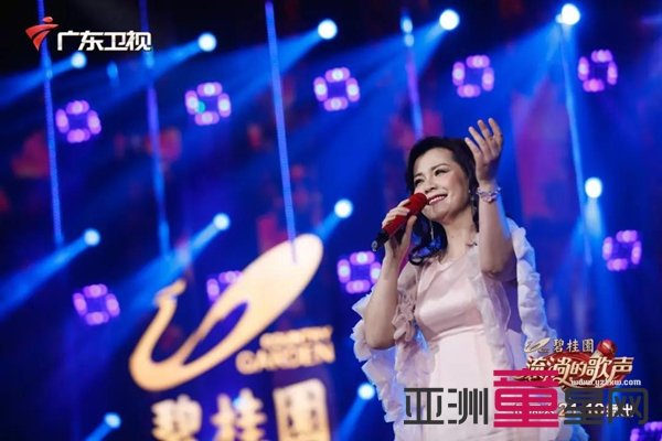 王力宏的《落叶归根》,被她唱出了不一样的思乡情