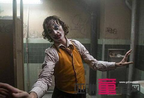 实至名归!华金菲尼克斯凭《小丑》获最佳男主角!