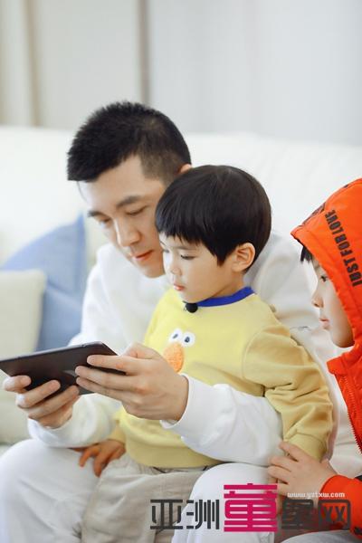 黄圣依杨子携儿子亮相《婆婆和妈妈2》安迪长高变胖安麟大眼酷似妈妈